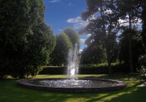 Brunnen mit Wasser - groß